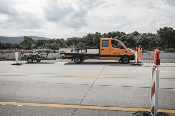 Traffic warning trailers with LED