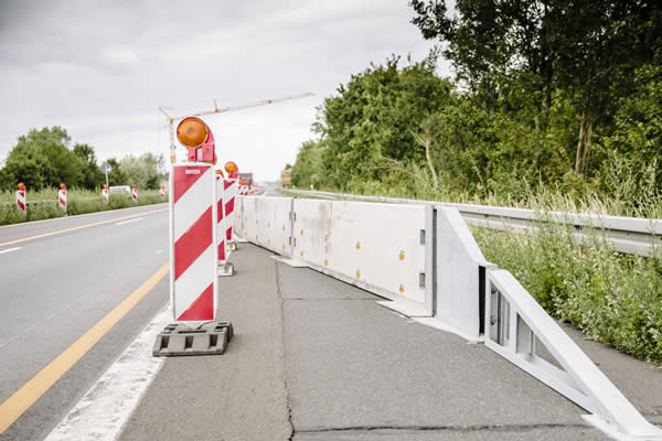 Transportable safety barrier H1 W4